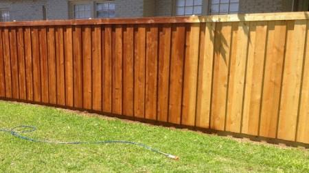 houten schutting schoonmaken, hout schoonmaken, buitenhout schoonmaken